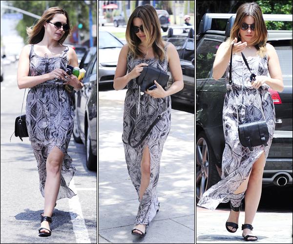 _ Sophia dans les rues de West Hollywood pour faire un peu de shopping le 13 juin. _