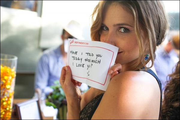 """_ Sophia célébrant l'événement """"30under30"""" en lien avec le magazine Refinery29 à Hollywood le 16 juin. _"""
