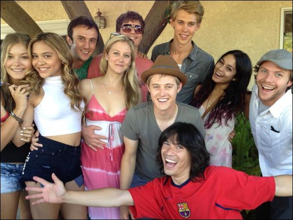 _ Vanessa, Stella, Austin et deux membres du cast d'HSM qui se retrouvent le temps d'une fête ce week end. _
