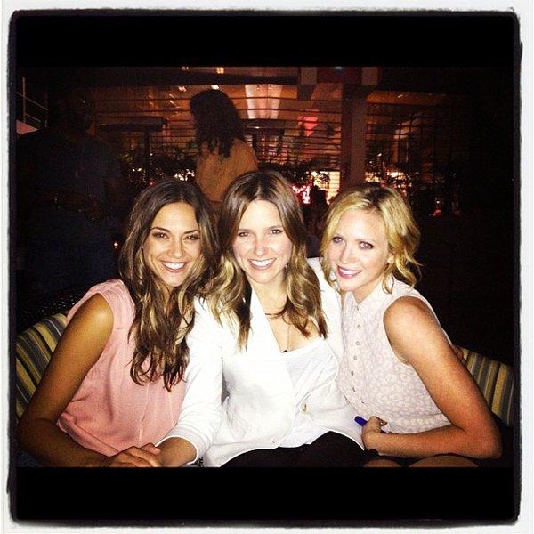_ Sophia en compagnie de Jana Kramer et de Brittany Snow lors d'une soirée ! ♥ _