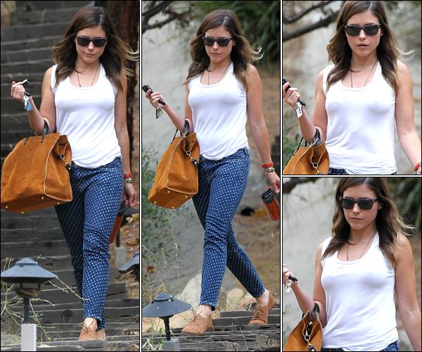 _ Sophia quittant la maison d'un ami dans une tenue spéciale à Los Angeles le 18 juillet. _