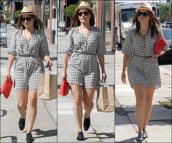 _ Sophia quittant le Chateau Marmont à Hollywood dans la soirée du 21 août. + Vidéo de cette sortie. _