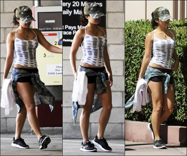 _ Vanessa quittant un studio où elle a eu un cours de danse à Los Angeles dans la journée du 27 août. _