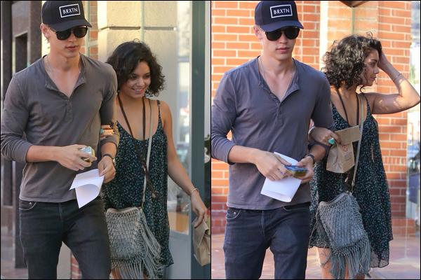 _ Vanessa et Austin sortant d'un rendez vous médical à Beverly Hills le 24 septembre. _