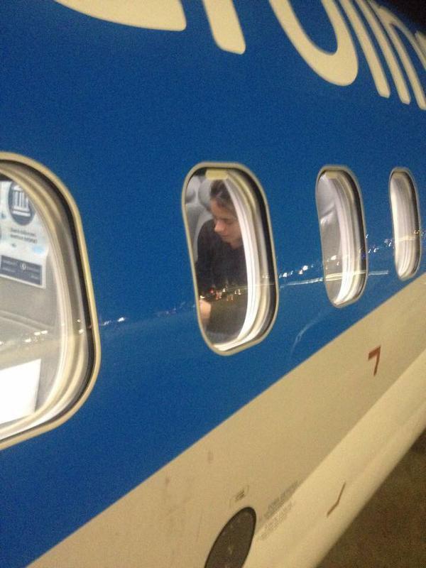 Tini dans l'avion hier