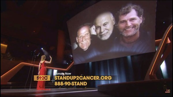 "Le 9 septembre 2016, Céline chantait "" Recovering "" pour Stand Up To Cancer."