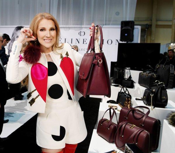 .  21/02/2017 : Céline nous présentait sa collection de sacs avec fierté !