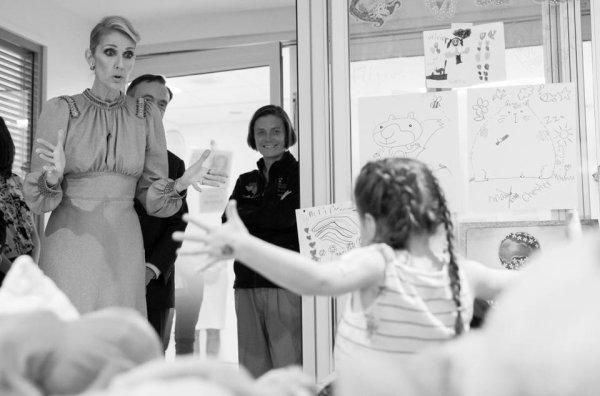 .  24/08/2017 : Céline rendait visite aux enfants de l'hôpital Sainte-Justine