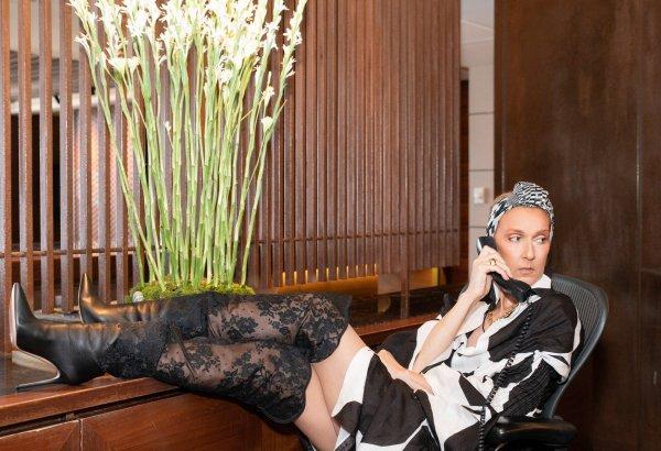 .  21/07/2018 :Céline est toujours en tournée ♥ Céline affiche un look très sexy, des bottes en dentelle, un bandana et une jolie robe. ♥  .