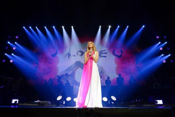 .  Juillet 2018 :Céline est toujours en tournée ♥ Céline nous offre de magnifiques moments, photos et nous fait rêver cet été  .