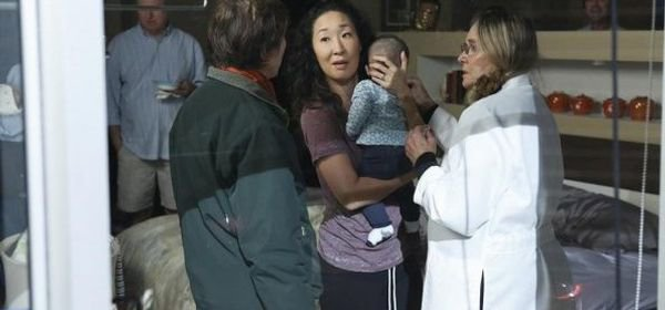 Grey's Anatomy, saison 10 : Cristina se retrouve maman, avec un bébé ! (photos)