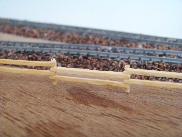 La future bariére en allumettes de mon petit diorama.Qu'en pensez vous?