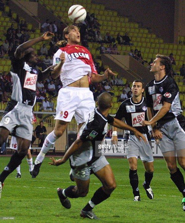 Maillot porté par Henri Bedimo lors de la saison 2003/2004