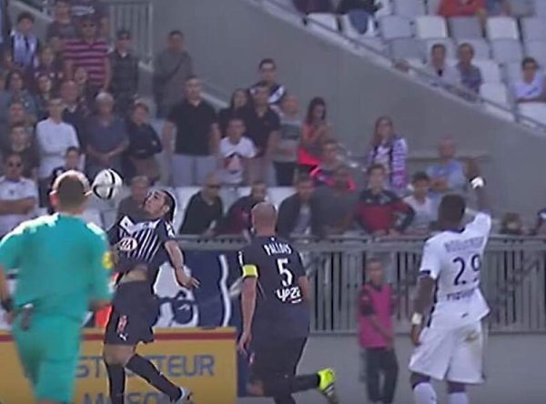 Photo de François Moubandje lors du match Bordeaux TFC du 20/09/2015