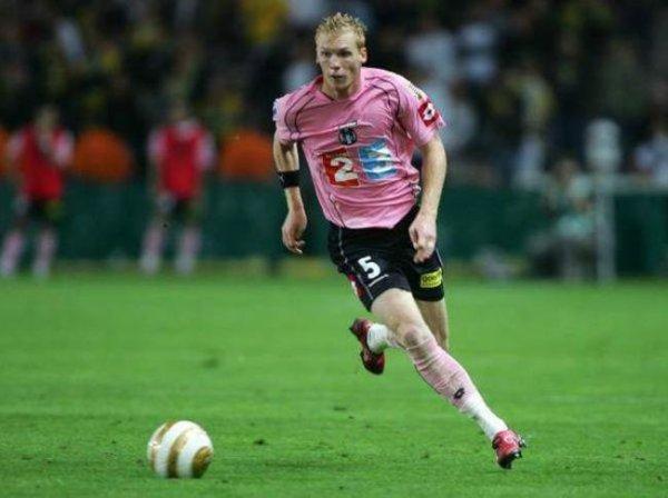 Photo de Jeremy Mathieu lors du match Nantes TFC 16/09/2006 en coupe de la ligue.
