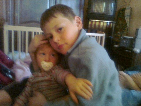 mon frere benoit et ma petite soeur lola