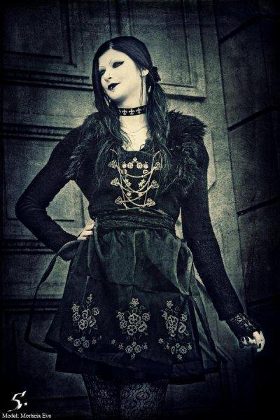 Morticia Eve Dark
