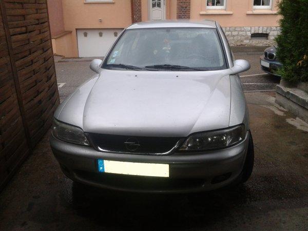Opel Vectra et Ford Fiesta