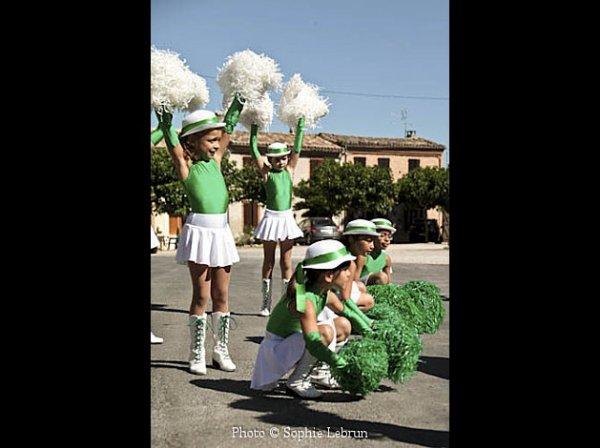 Les filles parade commune