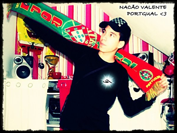 tous simplement parce que le portugal c'est le pays le plus beau du monde et j'en suis fier !! <3
