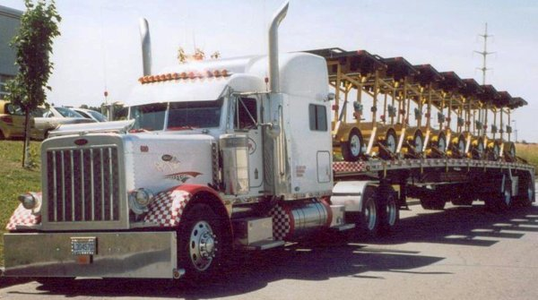 un de mais fantasme faire  lamour dans un gros camion mais tout nu tout les deux