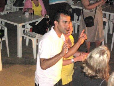 minidisco avec Moahmed, animateur, et les enfants.
