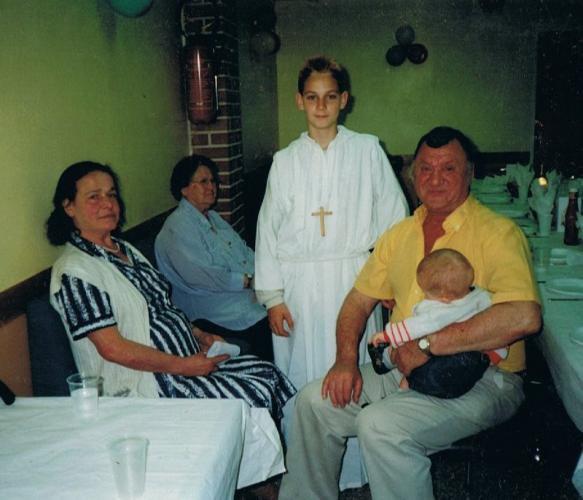 ma maman mon papa mon fils anthony a sa communion ma grand mere la maman de mon papa