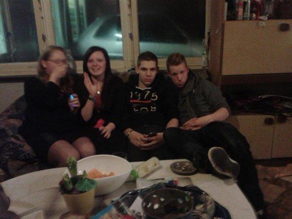 ma s½ur ma cousine un pots a mon frère et un de mes frère
