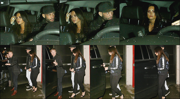 . 18.01.17 — Demi Lovato à été aperçu alors qu'elle quittait le concert du fameux groupe DNCE - à Los Angeles !   La magnifique chanteuse était en compagnie de son nouveau petit ami. Peu de photos disponible pour cet article, j'aime bien sa tenue. .