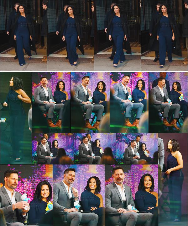 . 20.03.17 —  Demi Lovato s'était rendu sur le plateau télé « Good Morning America » se situant dans New York!  Avant notre chanteuse préféré a été vue quittant de son hôtel pour aller à l'émission. J'aime sa combinaison, on adore voir Demi sourire. .