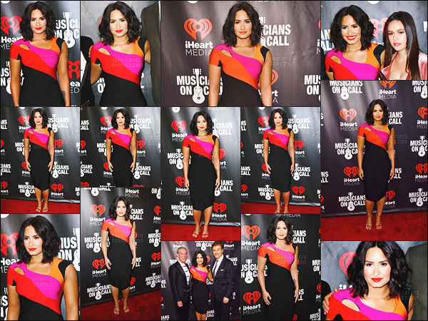 """. 21.03.17 —  Dem Lovato était présente sur le tapis rouge des « IHeart Media » toujours dans la ville de  New York !  Demi était sur scène pour chanter quelques chansons. Le même jour la belle a été vue alors qu'elle visitait """"First Moravian Church"""" à N-Y. ."""