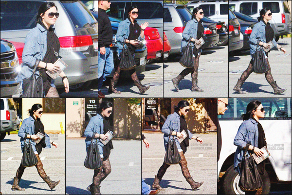 - 31/01/11 : Demi Lovato, a été repérée allant et sortant du centre spécialisé de Santa Monica - à Los Angeles !   Toute souriante, Dem était toujours en compagnie de son garde du corps. J'aime bien sa tenue donc un top ! Ceci est toujours un article flash-back. -