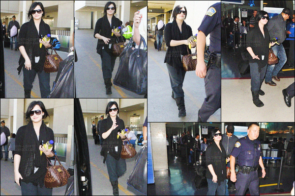 -  01.04.11 —  La belle Demi Lovato a été photographiée sortant de l'aéroport de Los Angeles, CA ! .