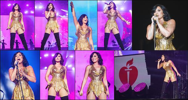 """. 25.03.17 —  Demi Lovato performait au « BeautyKind Unites: Concert for Causes » au at&t stadium à Dallas  !  Juste avant, Demi s'est rendu dans un cinéma lors d'une projection du film """"Les Schtroumpfs"""" au Texas. J'aime bien ses deux tenue, top. ."""