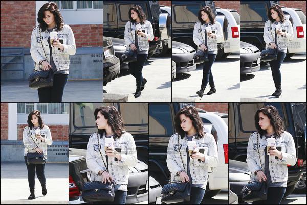 -  15.03.13 : Miss Demi Lovato a été aperçue allant s'acheter un café à Beverly Hills, Californie ! .