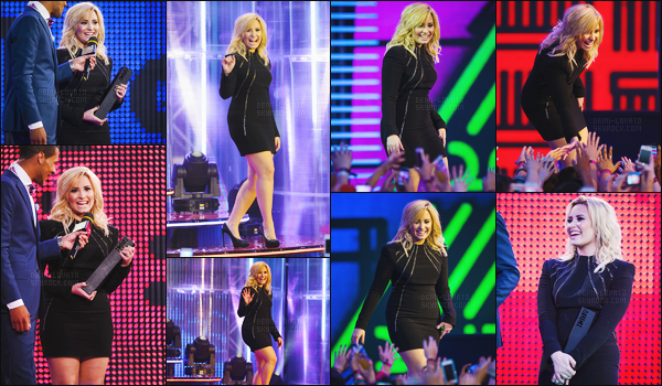 . 16.10.13 —  Miss,Demi Lovato était présente sur le tapis des « Much Music Video Awards » - à Toronto, Canada !  Elle a interprété deux titres et a remporté un prix pour son clip Heart Attack. Je l'aime tellement avec les cheveux blond, sa robe est top. .