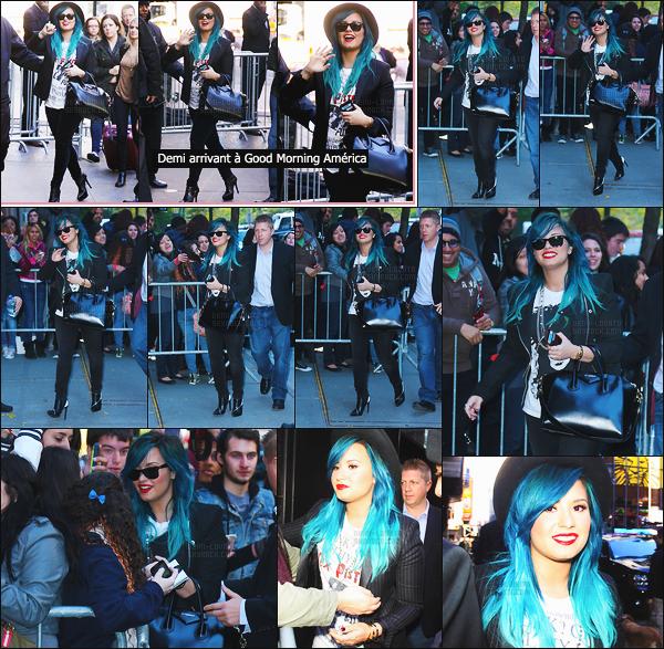 """. 24.10.13 —  Tôt le matin, Dem Lovato  a été photographiée arrivant aux studios  « Good Morning America » à NY !  + Elle a été vue arrivant aux studios ABC, puis les quittant. Elle était invitée sur le plateau de l'émission """"The Katie Couric Show"""" ! Top. ."""