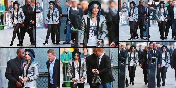 . 25.11.13 —  La belle Demi Lovato  a été vue quittant l'émission de  « Jimmy Kimmel  » dans la ville de Los Angeles !  .