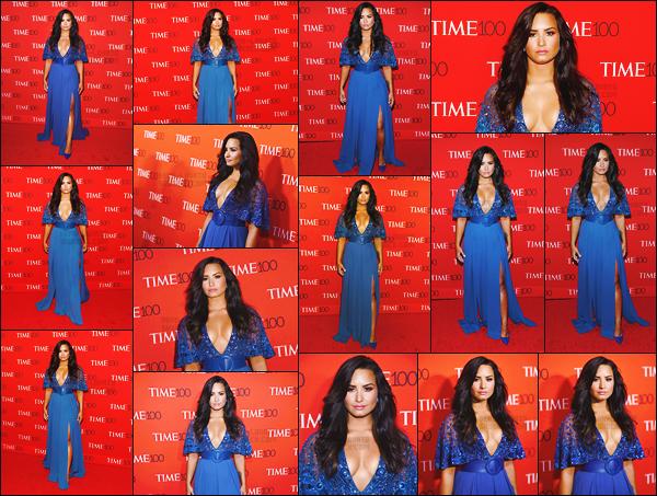 . 25.04.17 — La chanteuse Demi Lovato était présente sur les tapis rouge du « Time 100 Gala  » se situant à N-Y !  De plus, notre ravissante Demi Lovato à été vue arrivant et quittant l'événement sous la pluie. J'aime beaucoup ses deux tenue, c'est un top. .