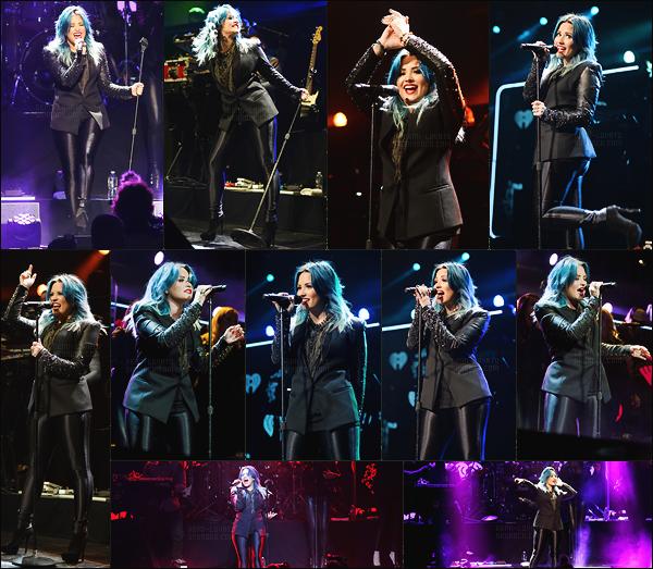 . 20.12.13 — Demi Lovato était présente pour performé lors du  « Jingle Ball 2013 » situant dans la ville de Miami !  Le même jour, notre chanteuse était dans les back-stages pour donné une petite interview. Elle était sublime, j'aime beaucoup sa tenue ! .
