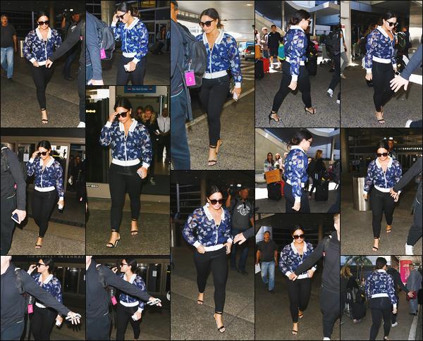 - - 21.06.2017- : Demi Lovato à été photographiée alors qu'elle arrivait à l'aéroport de « LAX » dans Los Angeles, CA !    Après un petit séjour à Cannes la revoilà dans la ville de Los Angeles ! C'est dans une tenue simple qu'on retrouve Demi, j'adore ses chausses à talons. -