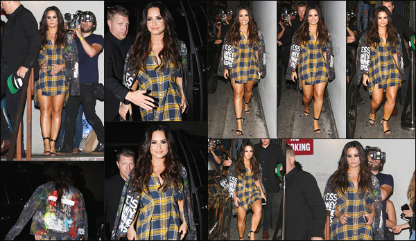 - - 10.07.2017- : Demi Lovato à été vue alors qu'elle arrivait à l'événement « Reak Room 86 » se situant à Los Angeles !    La chanteuse performait son nouveau tube Sorry Not Sorry pour la première fois en live. Demi est toute souriante, j'aime beaucoup sa tenue, un top. -