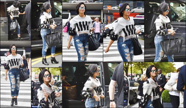 . 04.09.15 — Notre Demi Lovato à été photographiée alors qu'elle arrivait dans notre belle capitale à Paris, France !    Elle était de retour en France, afin de se produire pour le NRJ Music Tour de St-Quentin ! Demi était très souriante, j'aime sa tenue. .