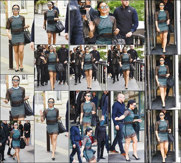 -  07.09.15 —  Demi Lovato a été photographiée devant et sortant les studios radio d'NRJ - Paris !  .
