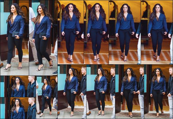 - - 23.07.2017- : Demi Lovato à été photographiée alors qu'elle quittait l'hôtel « Greenwich » situé dans New York, USA !    Demi est dans la ville pour se rendre a un concert de Kendrick Lamar. Notre starlette est canon, j'aime beaucoup sa tenue, ses cheveux sont sublime. -