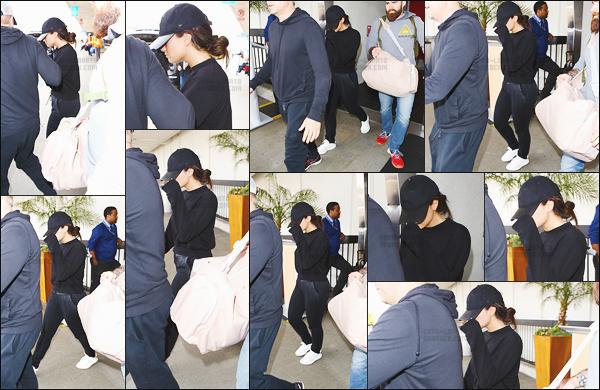 -  24.07.17 —  Demi Lovato a été repérée alors qu'elle arrivait a l'aéroport de « LAX » Los Angeles !  .