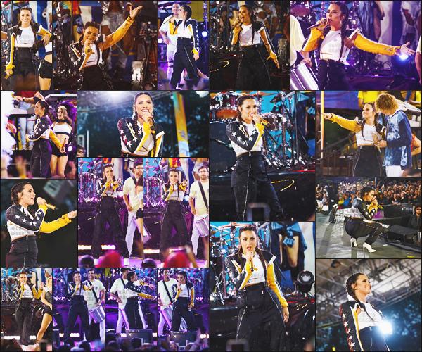 - - 18.08.2017- ─ Demi Lovato performait lors du talkshow « Good Morning America » situé dans la ville de New-York !     Demi a performé sur ses nouvelles chansons issues de ses nouveaux singles tel que promises avec les Cheat Codes. Encore une réussite, merci Demi. -