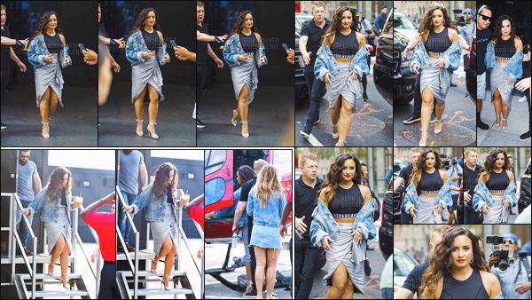 - - 19.08.2017- : Demi Lovato, encore avec son garde du corps, a été vue sortant de son hôtel toujours dans la ville de NY !    De plus, on l'a aperçu embarquer dans un hélicoptère à New York. Demi porte un haut d'unis d'une jupe que j'adore, sa mise en beauté est magnifique. -
