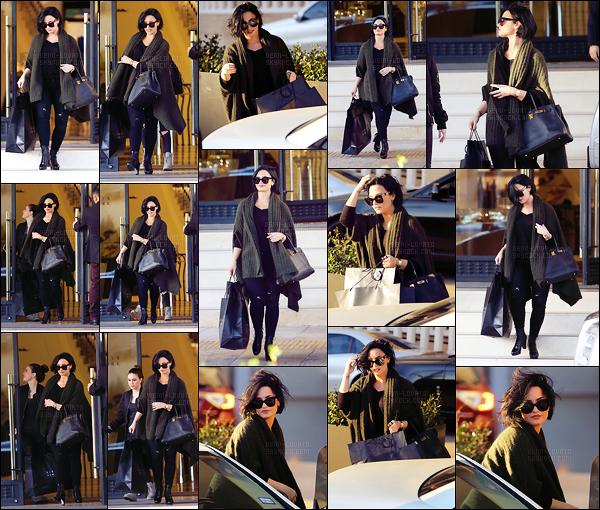 . 03.02.16 —  La belle, Demi Lovato a été photographiée sortant du magasin « Barneys New York » avec Bea Miller!  J'aime la tenue que porte notre Lovato, gros coup de c½ur pour ses lunettes de soleil. Sa voiture aussi dis donc, y'en qui son chanceuse. .