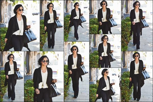 . 12.04.16 —  Notre magnifique Demi Lovato  à été vue sortant d'un studio d'enregistrement dans  West Hollywood !   .
